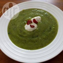 Courgettesoep met erwten en munt recept