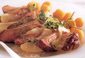 Struisvogel biefstuk met appel en sinaasappel-honingsaus recept ...