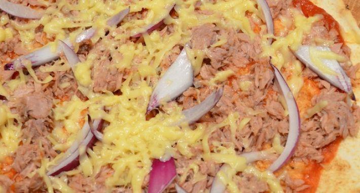 Makkelijke maaltijd: snelle pizza met tonijn