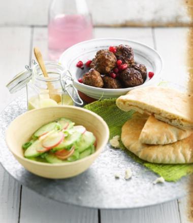 Recept 'lamsballetjes met komkommer-radijssalade'