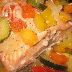 Zalm uit de oven met groenten en witte wijn recept