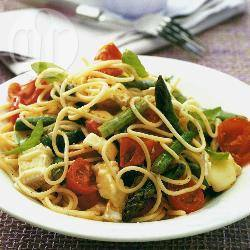 Spaghetti met brie, asperges en kerstomaten recept