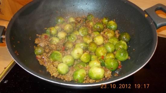 Heerlijk! pittig zoete spruitjes met gehakt uit de wok recept ...