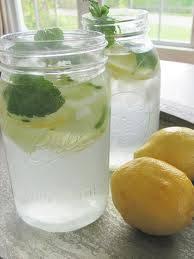 Vers water met komkommer, citroen, gember en munt recept ...