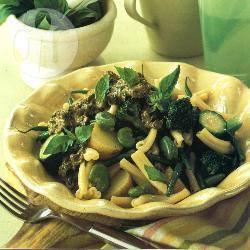 Pasta met aardappels, bonen en pesto recept
