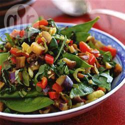 Gemengde oosterse groenten met oestersaus, knoflook en gember ...