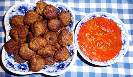 Tapas: spaanse gehaktballetjes (albondigas) in pikante saus ...