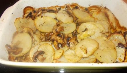 Knapperige aardappelplakjes en champignons uit de oven recept ...