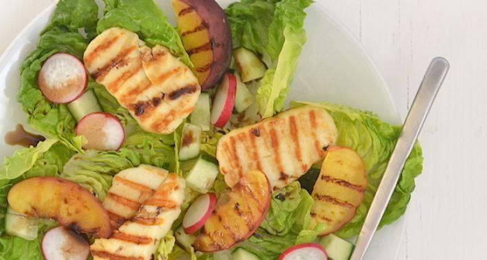 Salade met halloumi & gegrilde perzik