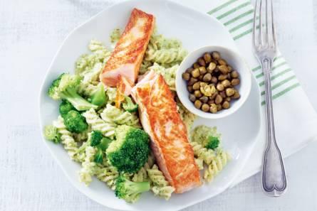Fris-romige fusilli met zalmfilet en broccoli
