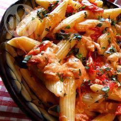 Penne pasta met tomaat en basilicum recept