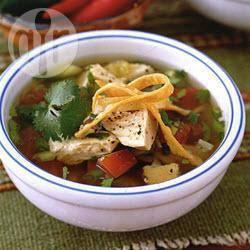 Mexicaanse kippensoep met tomaten en tortilla's recept