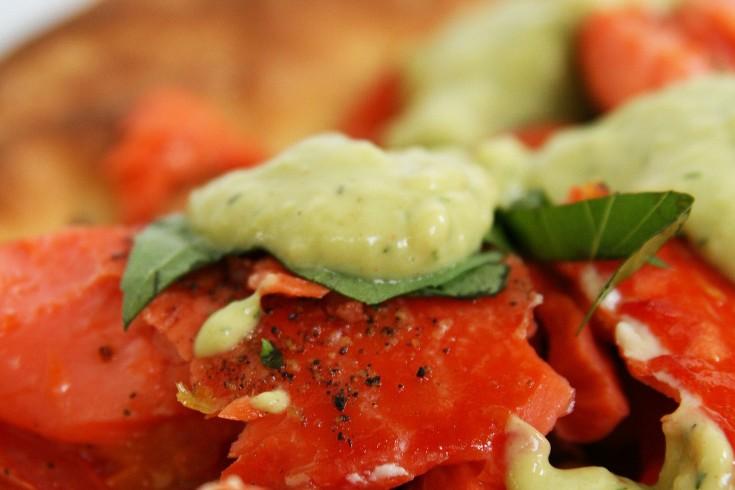 Zomerpizza met zalm & avocado