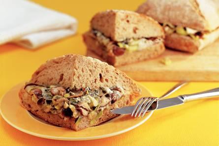 Warme sandwich met paddestoelen