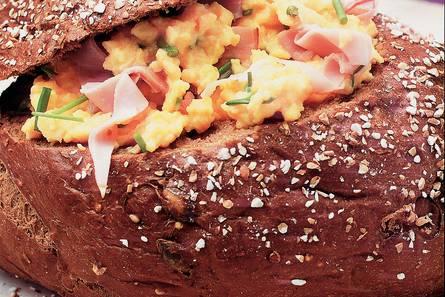 Boulognebollen met roerei en ham