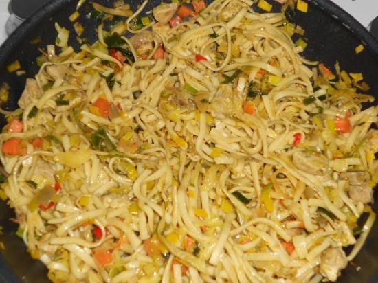 Heerlijke gewokte, pittige, bami goreng speciaal recept