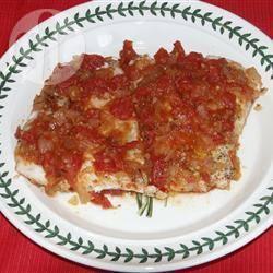 Rode zeebaars in een saus van tomaten en kappertjes recept ...