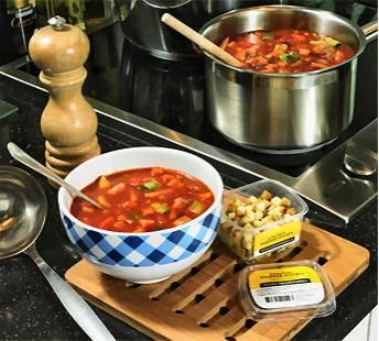 Tomaten-groentesoep met hamblokjes en gebakken uitjes recept ...
