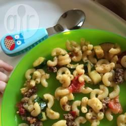Macaroni met courgette en tomaat recept