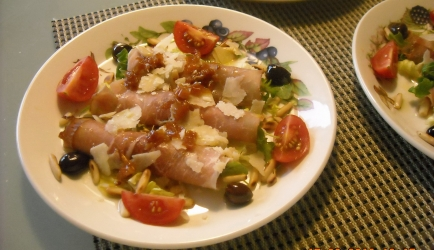 Heerlijke salade met rauwe ham, geitenkaas en walnoten recept ...