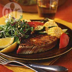 Gegrilde tonijn met maïs, tomaten en courgettes recept