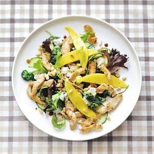 Kipsalade met mango en geitenkaas recept