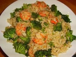 Oosterse rijst met broccoli en garnalen recept