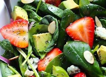 Avocado, aardbeien, spinazie salade   poppy seed dressing ...