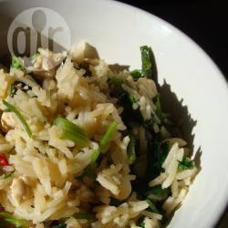 Gebakken rijst met kip, basilicum en koriander recept