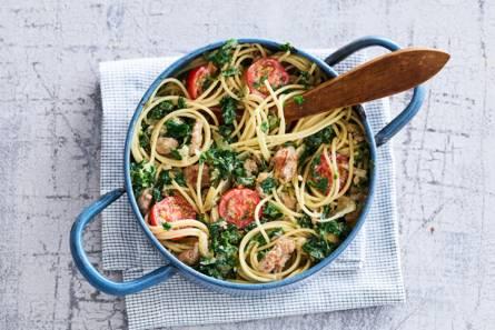Snelle spaghetti met boerenkool, cherrytomaten en braadworst ...