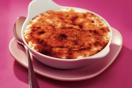 Yoghurt-crème brûlée met framboos en perzik