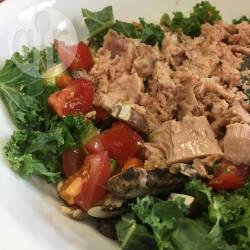 Boerenkoolsalade met tonijn recept