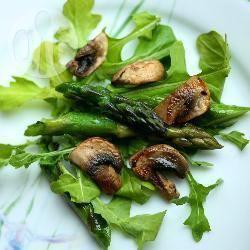 Warme salade met rucola, champignons en asperges recept ...