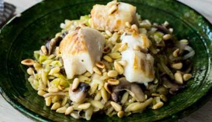 Orzo met kabeljauw, prei en champignons recept