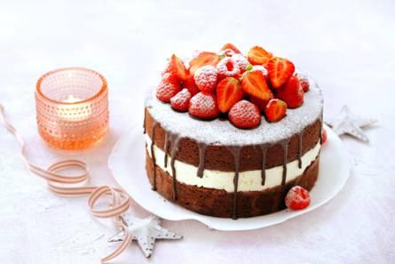 Brownietaart met mascarpone en rood fruit
