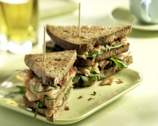 Clubsandwich met warmgerookte zalm recept