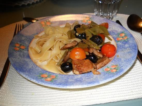Stoofpotje van hamlappen, olijven, snijbonen en kerstomaatje ...
