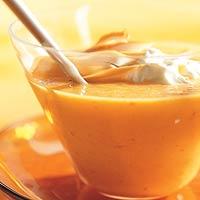 Kruidige wortelsoep met gerookte kip recept