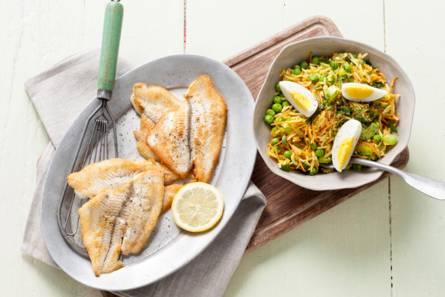 Lauwwarme rijstsalade met gebakken scholfilet