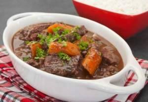 Malse runderstoof met bleekselderij en wortel recept