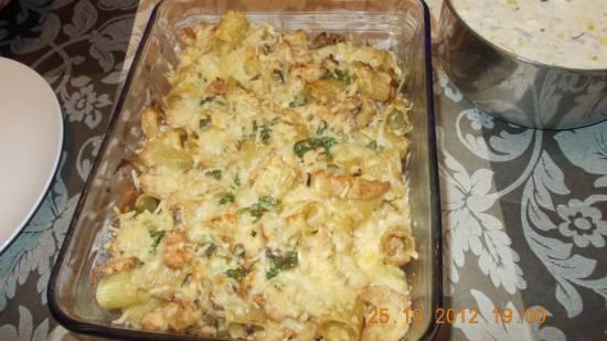 Lekkere gegratineerde pasta met kip, champignons en ...