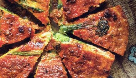 Frittata met broccolini en chorizo recept