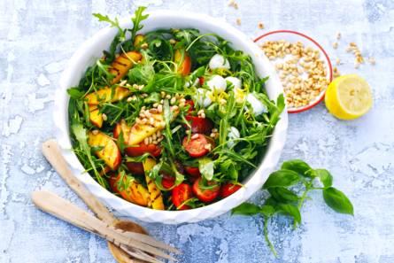 Caprese-salade met gegrilde nectarine