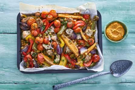 Ovengroenten met zoete aardappel en kip