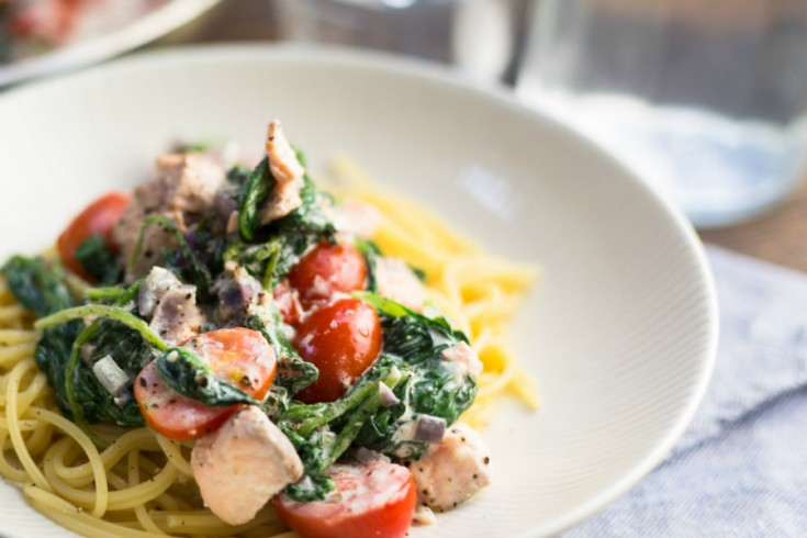 Spaghetti met zalm, spinazie en crème fraîche