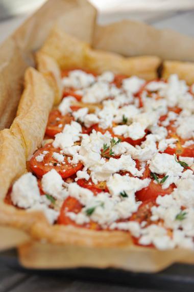 Recept 'bladerdeegtaart met geroosterde tomaten en geitenkaas ...