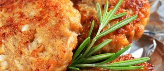 Krokante schnitzels met ham-kaaskorstje uit de oven recept ...