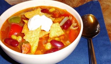 Goedgevulde mexicaanse groentesoep met chorizo recept ...