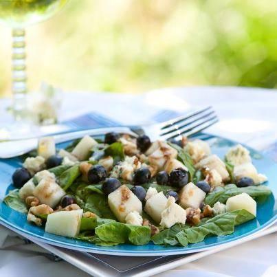 Maaltijdsalade met gorgonzola, walnoten en peer recept ...