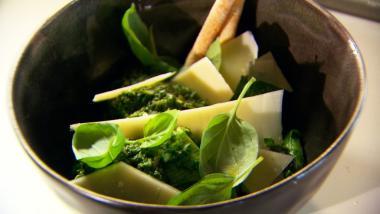 Recept 'pasta met pesto en groene kruiden'
